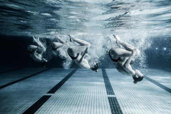 """Xem """"người xếp hình"""" dưới bể bơi trong chùm ảnh dưới nước 9"""