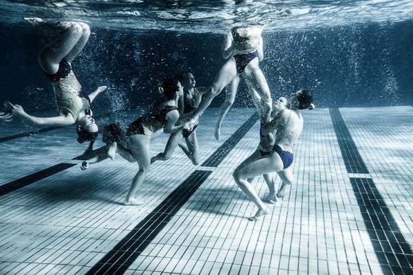 """Xem """"người xếp hình"""" dưới bể bơi trong chùm ảnh dưới nước 10"""