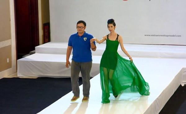 """Next Top Model: Nam Trung liên tục """"công kích"""" thí sinh từ tập đầu 1"""