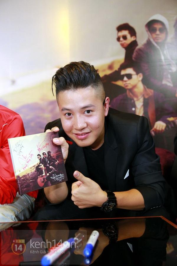Thiện Thanh cùng bố đi ra mắt album, liveshow Ngũ Cung 14