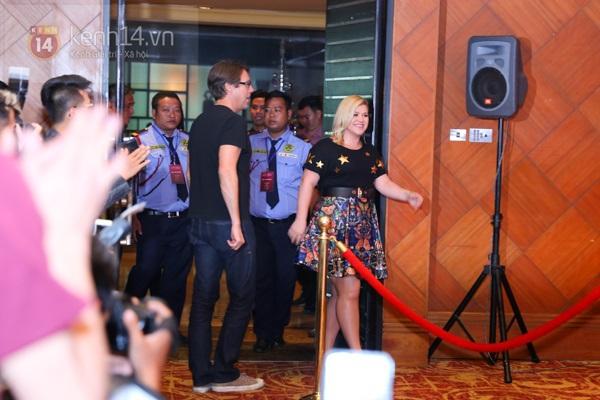 Kelly Clarkson rạng rỡ ra mắt báo giới Việt Nam 3