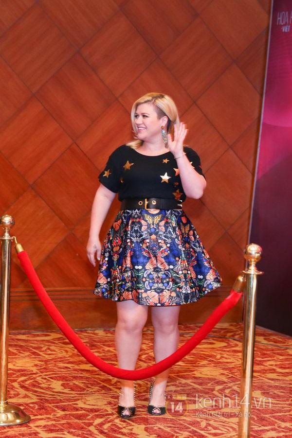 Kelly Clarkson rạng rỡ ra mắt báo giới Việt Nam 4