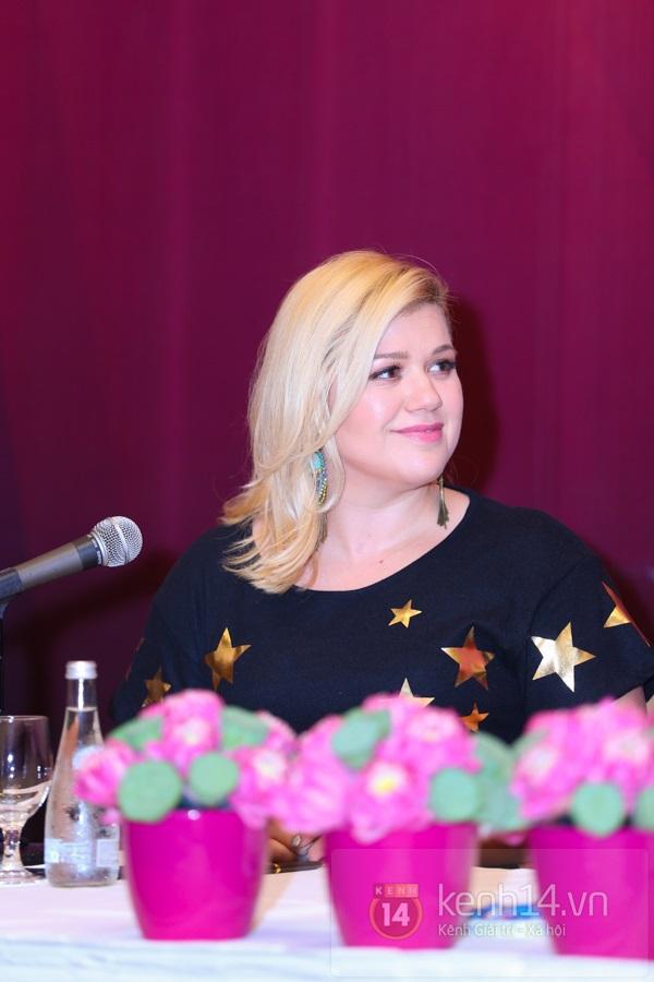 Kelly Clarkson rạng rỡ ra mắt báo giới Việt Nam 1