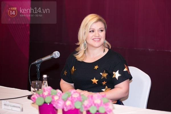 Kelly Clarkson rạng rỡ ra mắt báo giới Việt Nam 7