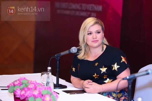 Kelly Clarkson rạng rỡ ra mắt báo giới Việt Nam 8