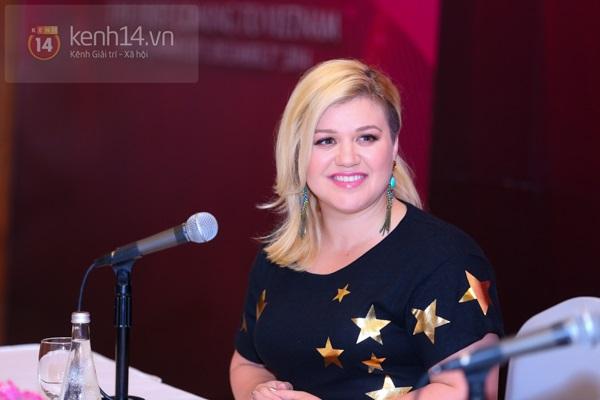 Kelly Clarkson rạng rỡ ra mắt báo giới Việt Nam 2