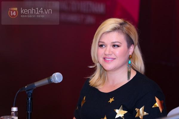 Kelly Clarkson rạng rỡ ra mắt báo giới Việt Nam 9