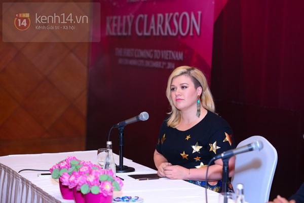Kelly Clarkson rạng rỡ ra mắt báo giới Việt Nam 10
