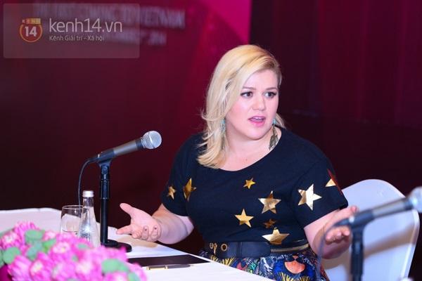 Kelly Clarkson rạng rỡ ra mắt báo giới Việt Nam 11