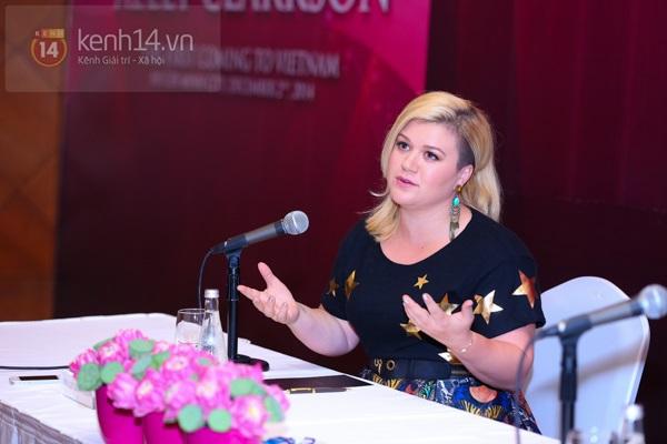 Kelly Clarkson rạng rỡ ra mắt báo giới Việt Nam 12