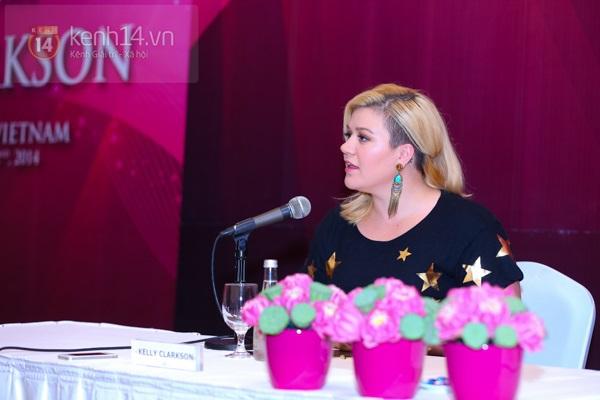 Kelly Clarkson rạng rỡ ra mắt báo giới Việt Nam 13
