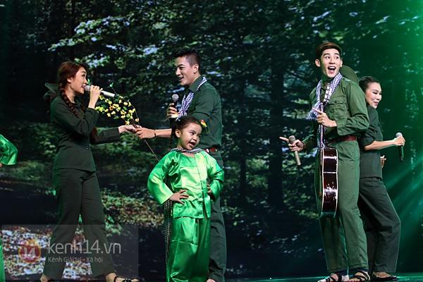 """Bùi Anh Tuấn, Văn Mai Hương... """"hóa điên"""" với hit Bảo Anh 4"""