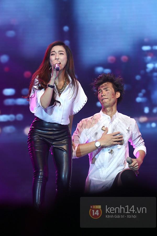 """Bùi Anh Tuấn, Văn Mai Hương... """"hóa điên"""" với hit Bảo Anh 6"""