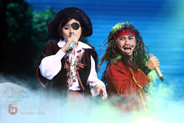 """Bùi Anh Tuấn, Văn Mai Hương... """"hóa điên"""" với hit Bảo Anh 11"""