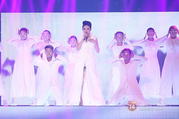 """The Remix: Hà Hồ khen Sơn Tùng M-TP """"Không phải dạng vừa đâu!"""" 12"""