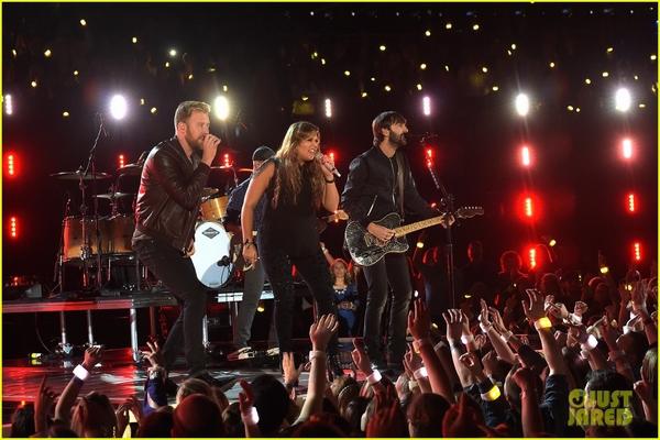 Lễ trao giải nhạc Đồng quê vắng bóng Taylor Swift 8