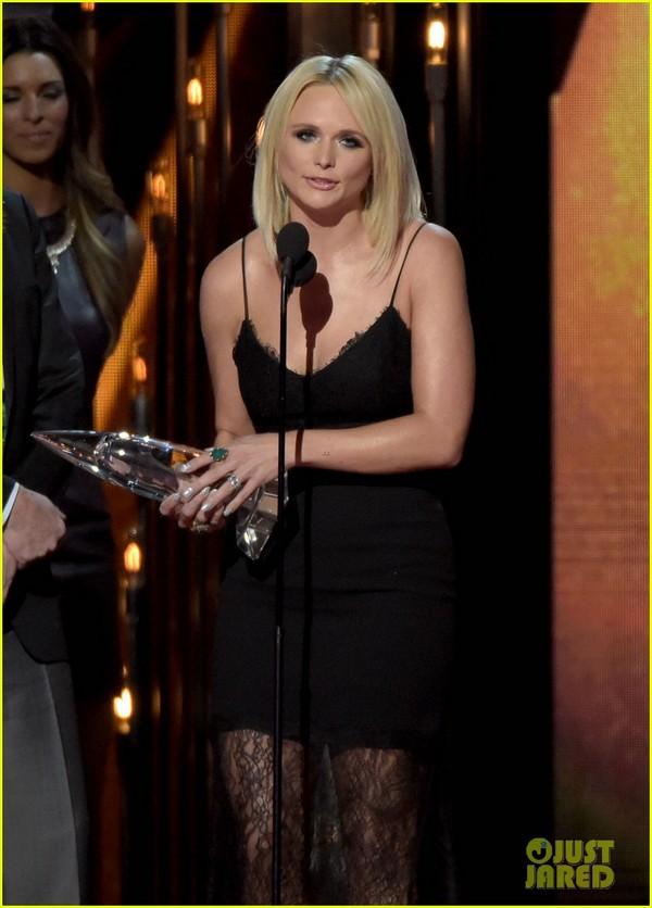 Lễ trao giải nhạc Đồng quê vắng bóng Taylor Swift 1