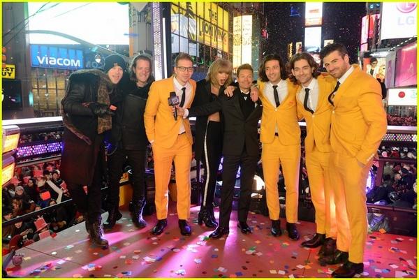 """Taylor Swift, Idina Menzel, One Direction """"oanh tạc"""" sân khấu đón 2015 20"""