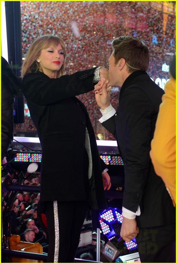 """Taylor Swift, Idina Menzel, One Direction """"oanh tạc"""" sân khấu đón 2015 21"""
