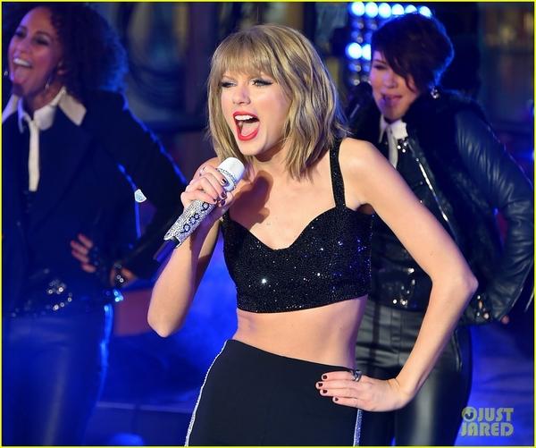 """Taylor Swift, Idina Menzel, One Direction """"oanh tạc"""" sân khấu đón 2015 14"""