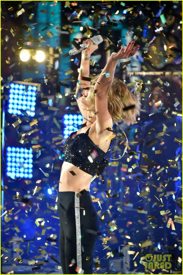 """Taylor Swift, Idina Menzel, One Direction """"oanh tạc"""" sân khấu đón 2015 17"""