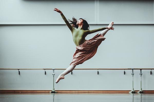 """Tìm hiểu nghệ thuật múa Ballet qua bộ ảnh """"nhảy nhót"""" thú vị 1"""