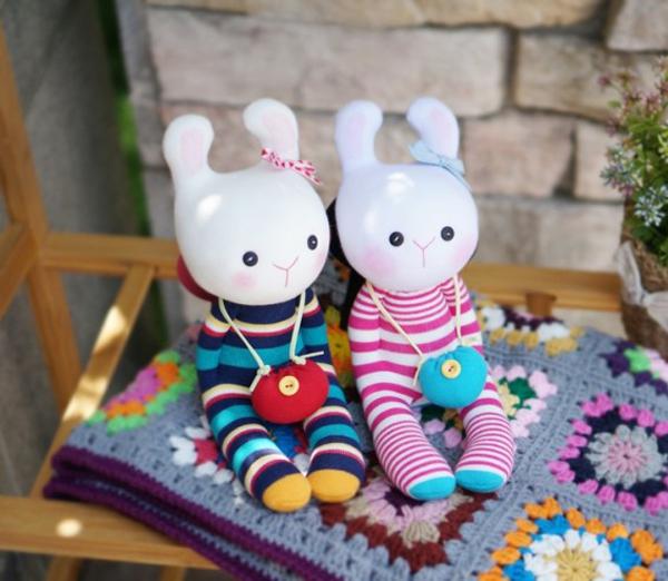 Đi mua tất may cặp thỏ bông đáng yêu hết cỡ 10