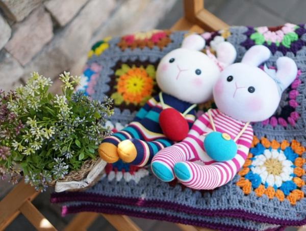 Đi mua tất may cặp thỏ bông đáng yêu hết cỡ 12