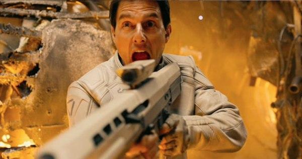 Tom Cruise bị trói chặt vào ghế  5