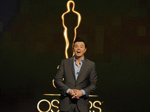 """Gấu bông """"người lớn"""" hiên ngang lên sàn Oscar 2"""