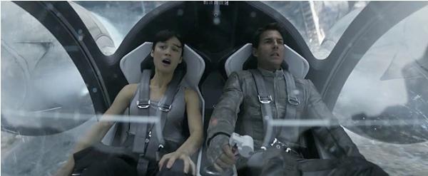 Cận cảnh phi thuyền ngoài không gian của Tom Cruise 2
