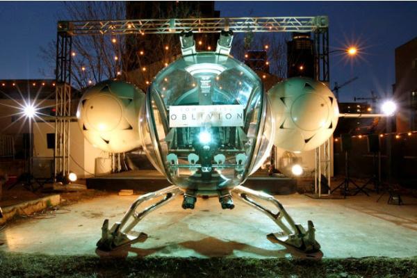 Cận cảnh phi thuyền ngoài không gian của Tom Cruise 4