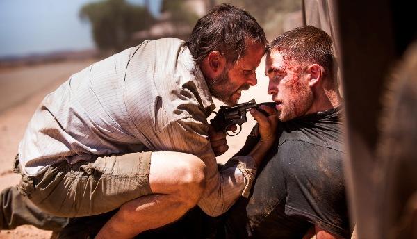 Robert Pattinson bị gí súng vào mặt 1