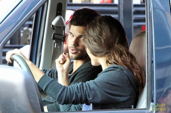 """""""Người Sói"""" Taylor Lautner trổ tài nhảy xa 7"""
