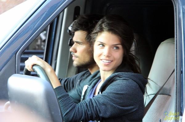 """""""Người Sói"""" Taylor Lautner trổ tài nhảy xa 8"""