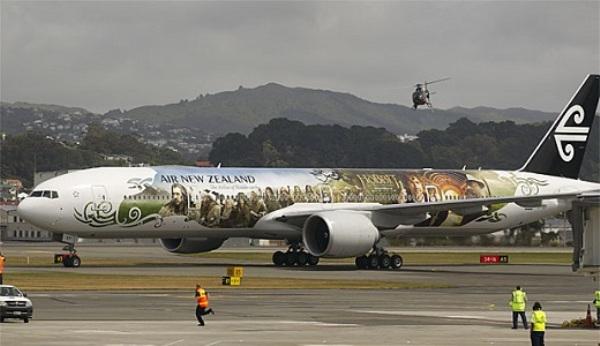"""Rồng khổng lồ của """"The Hobbit"""" chu du thế giới cùng Boeing 777 3"""