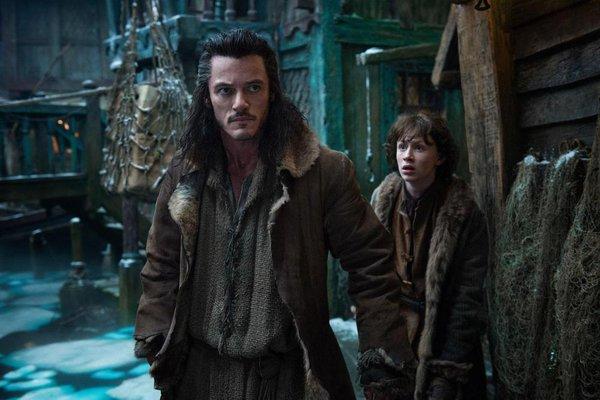 """Rồng khổng lồ của """"The Hobbit"""" chu du thế giới cùng Boeing 777 7"""