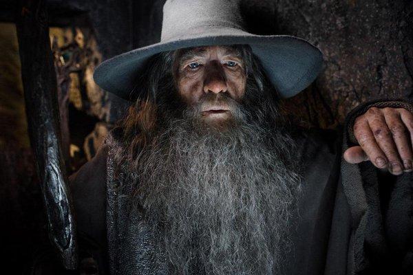 """Rồng khổng lồ của """"The Hobbit"""" chu du thế giới cùng Boeing 777 6"""