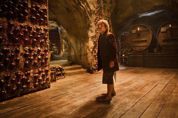 """Rồng khổng lồ của """"The Hobbit"""" chu du thế giới cùng Boeing 777 8"""