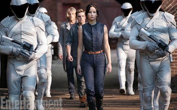 """""""Jennifer Lawrence bị bắt làm việc như nô lệ"""" 5"""