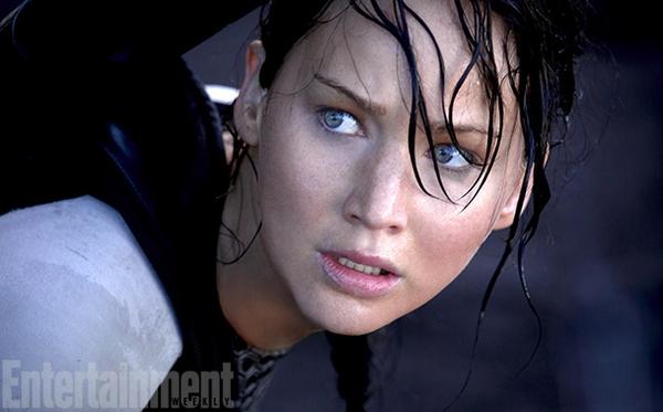 """""""Jennifer Lawrence bị bắt làm việc như nô lệ"""" 1"""