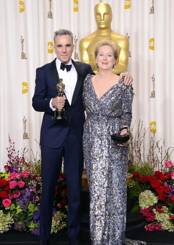 """""""Argo"""" vô địch Oscar, Nữ chính xuất sắc vấp ngã khi lên nhận giải 50"""