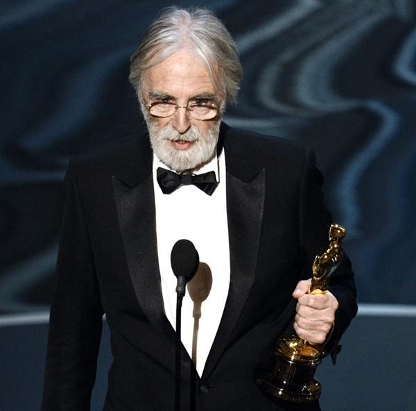 """""""Argo"""" vô địch Oscar, Nữ chính xuất sắc vấp ngã khi lên nhận giải 29"""