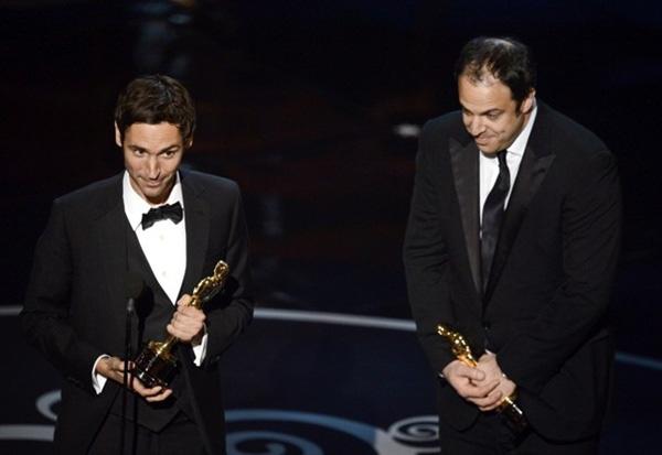 """""""Argo"""" vô địch Oscar, Nữ chính xuất sắc vấp ngã khi lên nhận giải 27"""