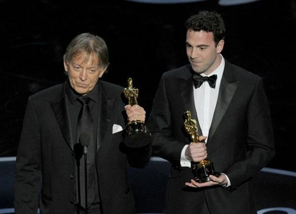 """""""Argo"""" vô địch Oscar, Nữ chính xuất sắc vấp ngã khi lên nhận giải 35"""