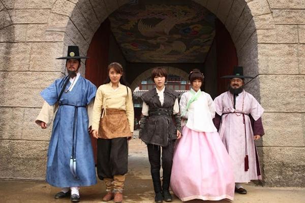 """""""Đả nữ"""" Ha Ji Won trổ tài múa bụng 7"""
