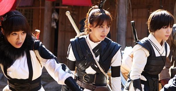 """""""Đả nữ"""" Ha Ji Won trổ tài múa bụng 6"""