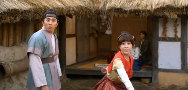 """""""Đả nữ"""" Ha Ji Won trổ tài múa bụng 4"""