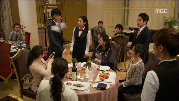 Song Seung Hun ném cả nắm tiền cứu người đẹp 3