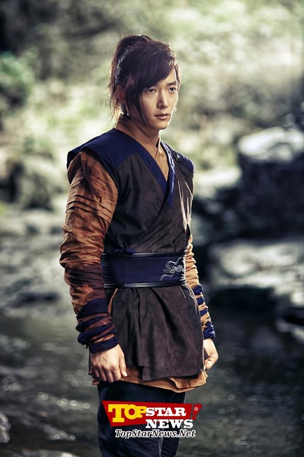 """Lee Yeon Hee """"choáng ngợp"""" vì bó hoa to-hơn-người 7"""